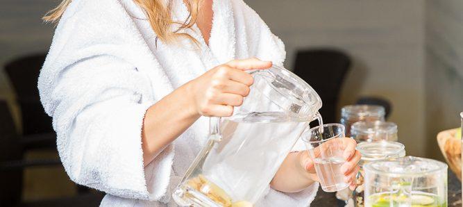 Tee und Wasser im Wellnesshotel Schönruh